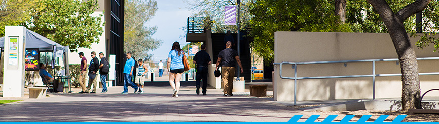 Students walking between buildings at PCC's Downtown Campus